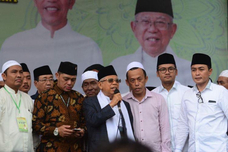 Bupati Pamekasan Baddrut Tamam (paling kanan) saat mengikuti kampanye Cawapres nomor urut 01 KH. Maruf Amin di Stadion Gelora Ratu Pamelingan Pamekasan pada Selasa (19/3/2019) lalu.