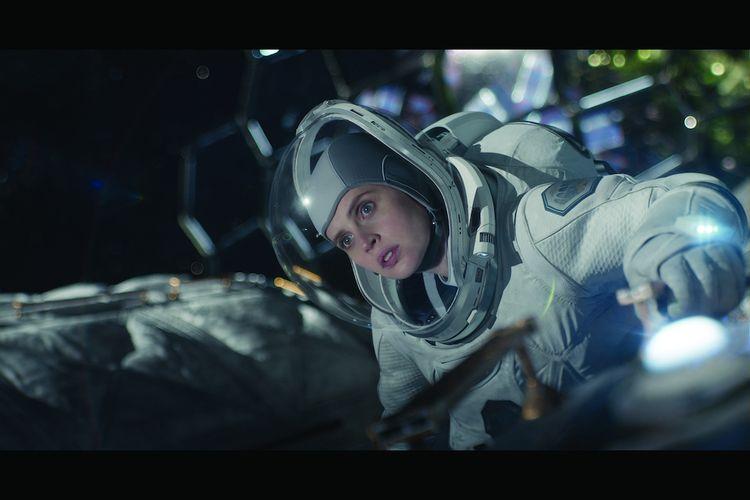 THE MIDNIGHT SKY (2020). Felicity Jones sebagai Sully
