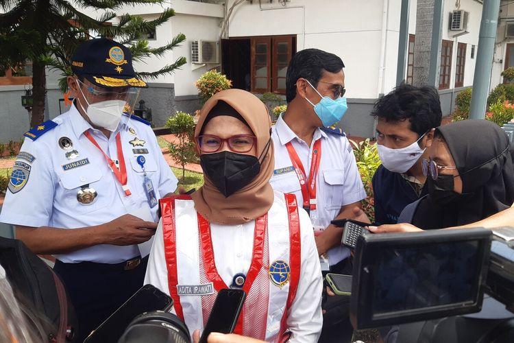 Juru Bicara Kementerian Perhubungan Adita Irawati di Stasiun Klaten, Jawa Tengah, Senin (1/3/2021).