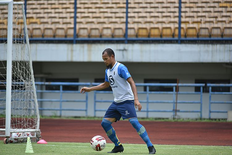 Kapten Persib Bandung, Supardi Nasir, bergabung dalam sesi latihan tim Persib di Stadion GBLA, Rabu (07/04/2021).