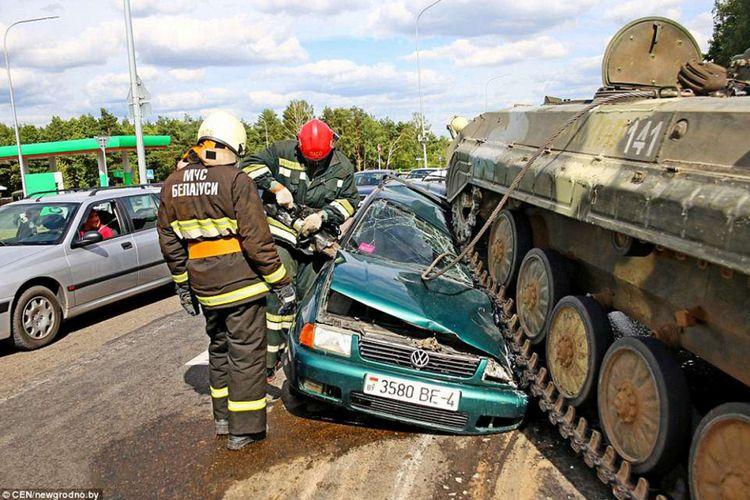 Tank lindas mobil di Belarus.