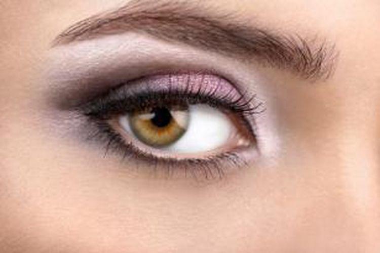 Ilustrasi bentuk alis mata sempurna.