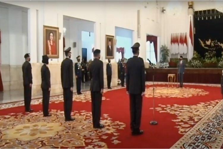 Upacara peringatan HUT Bhayangkara ke-74 yang dipimpin Presiden Joko Widodo di Istana Negara, Jakarta, Rabu (1/7/2020).