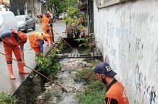 Cegah Banjir, 40 Petugas PPSU Bersihkan Saluran Air di Kebon Bawang
