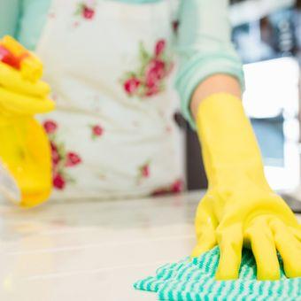 Ilustrasi membersihkan rumah.
