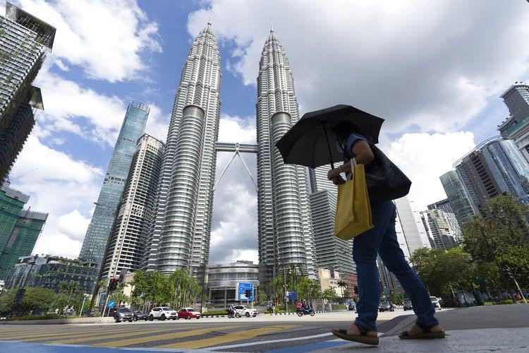 Kuala Lumpur dan beberapa kota lain ditempatkan di bawah Perintah Kontrol Gerakan (MCO) seiring dengan jumlah kasus dan cluster Covid-19 yang terus meningkat.