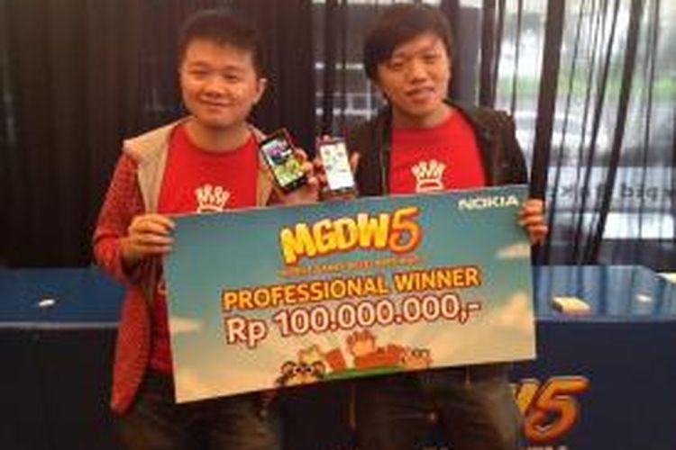 Kakak-beradik Eldwin Viriya dan Jefvin Viriya dari studio Own Games asal Bandung, menjadi juara Mobile Games Developer War ke-5 kategori profesional berkat game berjudul