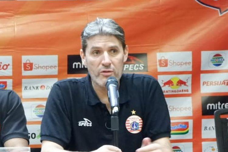 Pelatih Persija Jakarta, Julio Banuelos.