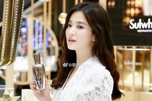 Tawa Song Hye Kyo di Kemunculan Pertamanya Setelah Pengumuman Perceraian