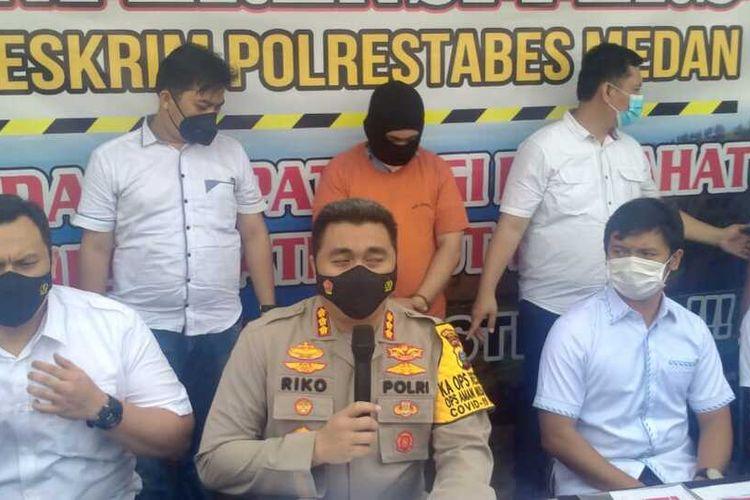 Kapolrestabes Medan, Kombes Pol Riko Sunarko mengatakan, pihaknya mengamankan dan menetapkan penyelenggaran turnamen berinisial B sebagai tersangka. Pelaku mencatut nama Polda Sumut untuk memudahkan dan memperlancar penyelenggaraan pertandingan.