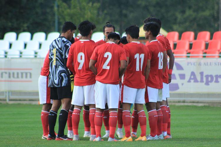Skuad Timnas U19 Indonesia saat bertemu dengan Arab Saudi dalam laga uji coba di Kroasia, 11 September 2020.