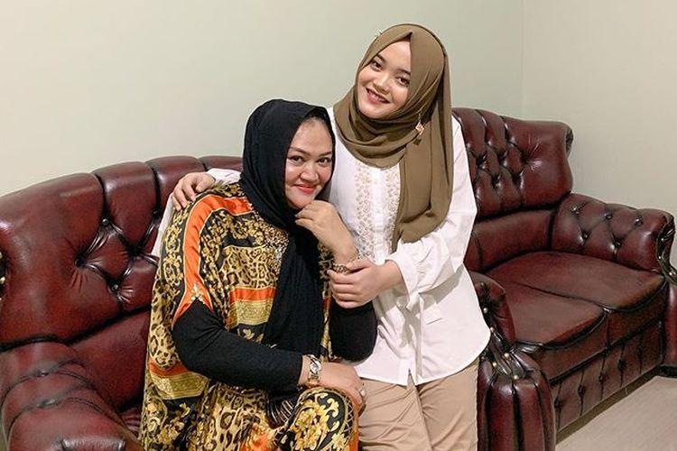Mantan istri Sule Lina Jubaedah bersama putri mereka, Putri Delina.