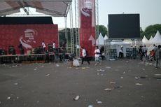 Relawan Jokowi-Ma'ruf Bubar, Sampah Berserakan di Kawasan Monas