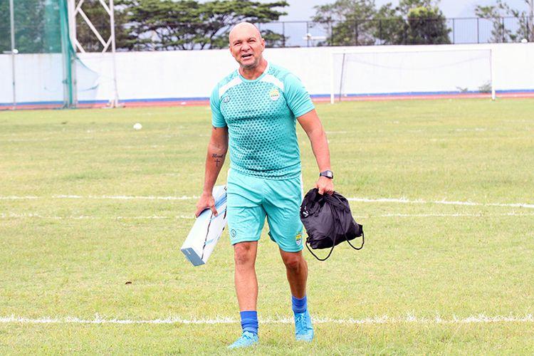 Pelatih kiper baru Persib Bandung, Luizinho Passos, di Stadion Arcamanik, Kota Bandung, Jumat (10/1/2020).