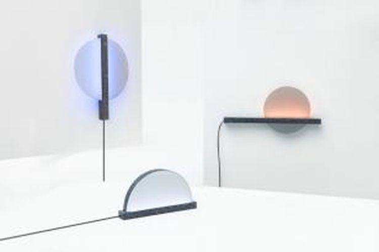 Peneliti asal Italia mengembangkan lampu yang bisa memberikan tampilan langit di luar ruangan. Lampu-lampu bernama Patch of Sky ini terhubung dengan internet dan mengumpulkan data dari lokasi Facebook penggunanya.