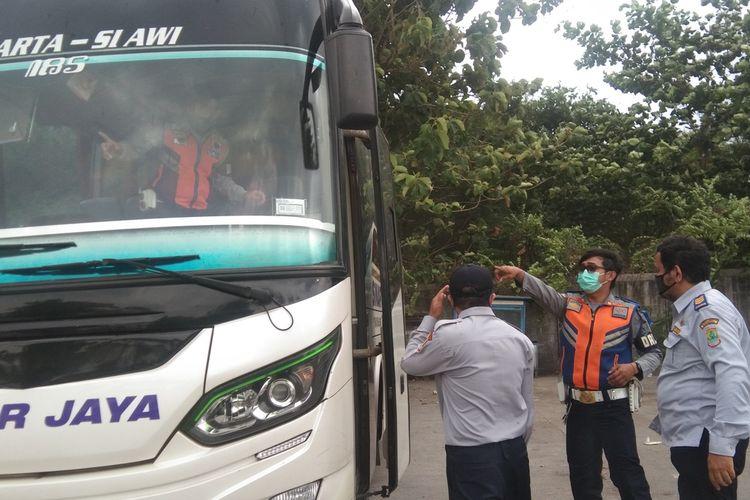 Dinas Perhubungan (Dishub) Karawang menyebut pengendara motor yang melintasi Karawang naik sekitar dua persen menjelang larangan mudik Lebaran 2021.