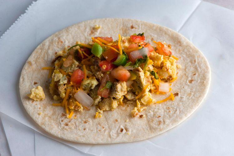 Un ejemplo de un taco mexicano clásico, la piel de la tortilla es más suave y flexible.  Foto