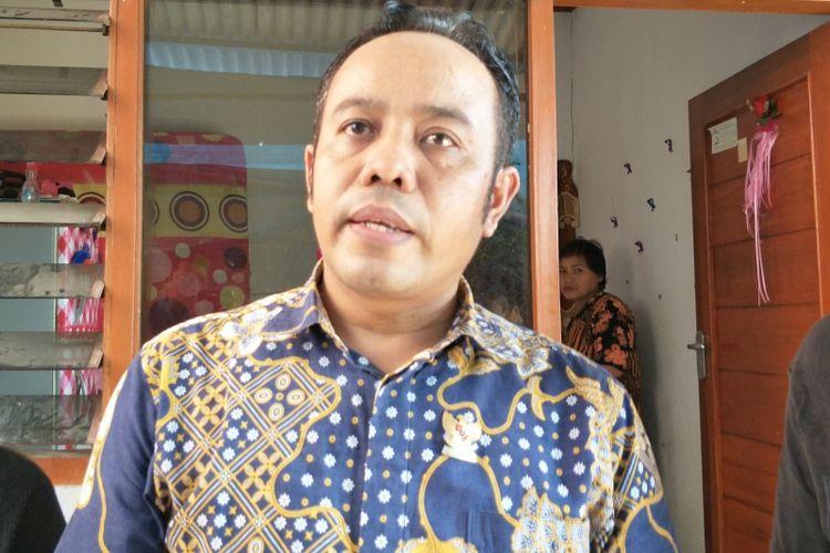 Komisioner KPAI Jasra Putra mendatangi rumah korban penganiayaan oleh orang dengan gangguan jiwa (ODGJ) di Jalan Buah, Gang Naserih, Pekayon, Pasar Rebo, Jakarta Timur, Jumat (4/1/2019)