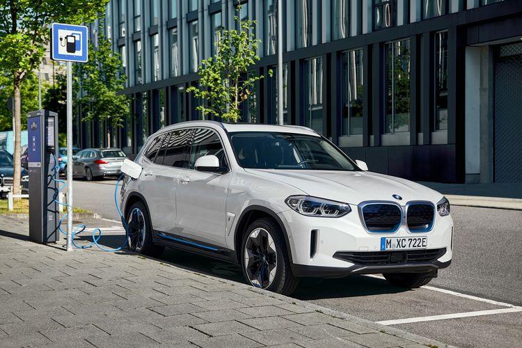 BMW Indonesia baru saja merilis SUV listrik pertama BMW iX3
