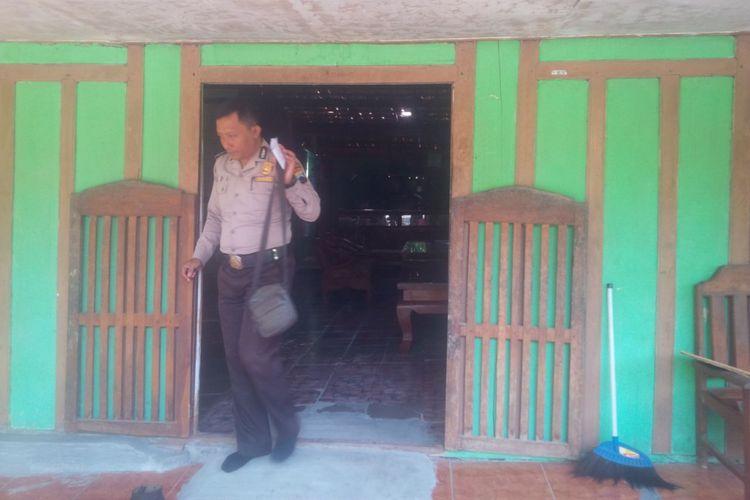 Kondisi rumah Ganang di Desa Panunggalan, Kecamatan Pulokulon, Kabupaten Grobogan, Jawa Tengah, Rabu (25/10/2017).