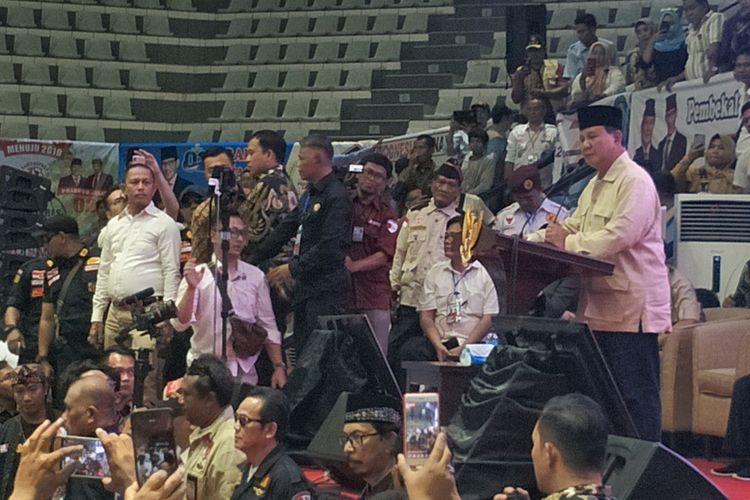 Calon presiden nomor urut 02 Prabowo Subianto saat memberikan pembekalan relawan Prabowo-Sandiaga di Padepokan Pencak Silat, Taman Mini Indonesia Indah (TMII), Jakarta Timur, Jumat (15/3/2019).