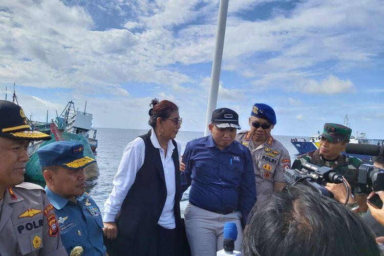 Menteri Kelautan dan Perikanan Susi Pudjiastuti saat penenggelaman kapal di Perairan Tanjung Datuk, Kalimantan Barat, Minggu (6/10/2019).