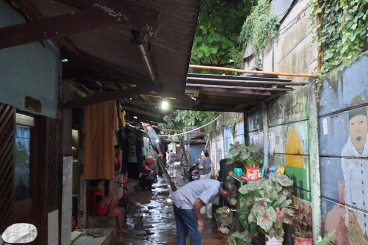 Kondisi permukiman di kompleks TPU Kebon Nanas, Cipinang Besar Selatan, Jatinegara, Jakarta Timur.