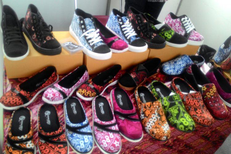 Motif Geblek juga ada di produksi sepatu yang muncul di Pameran Batik di Road to JIBB di Wates, Kulon Progo.