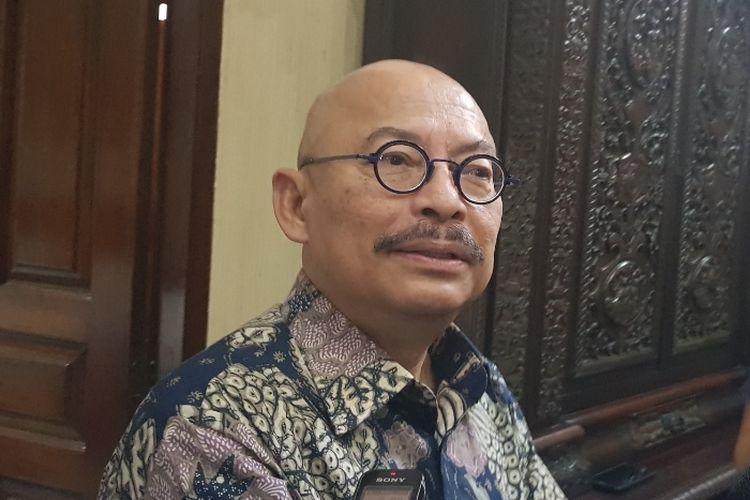 CEO Indonesian Ocean Justice Initiative Mas Achmad Santosa saat ditemui usai menjadi pembicara dalam diskusi bertajuk Kedaulatan RI Atas Natuna di kawasan Kalibata, Jakarta Selatan, Senin (13/1/2020).