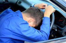 Mobil Tabrak Trotoar, Ingat Lagi Bahaya Berkendara dalam Kondisi Mengantuk
