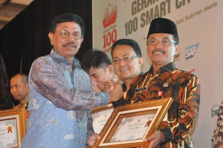 Kemenkominfo Ganjar Pemprov Banten dengan E-Government Award