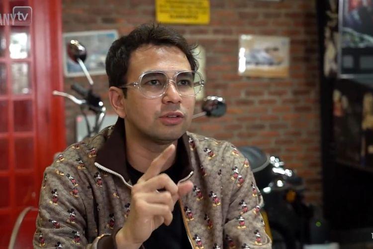 Raffi Ahmad yang sedang berbincang dengan Andre Taulany
