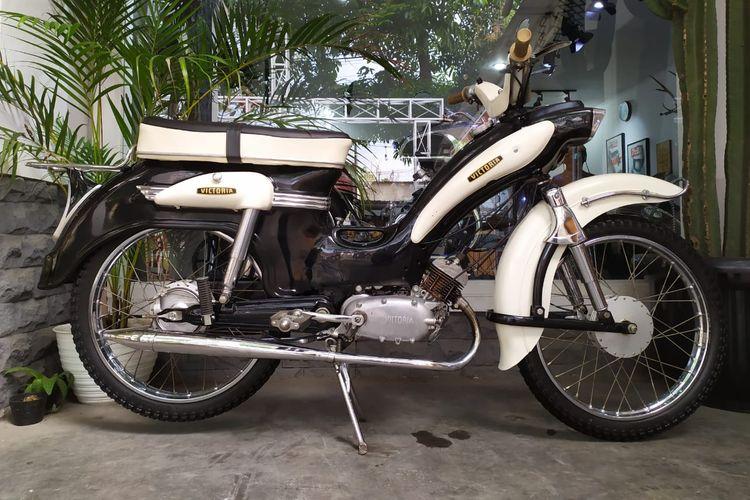 Salah satu motor koleksi Gally Rangga. Motor Victoria ini keluaran tahun 1961. Motor tersebut merupakan kendaraan dinas para pastor pada tahun tersebut.