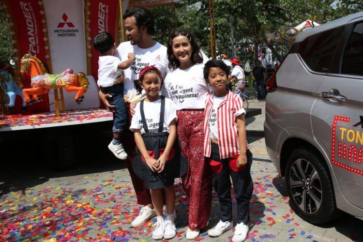 Keluarga Dwi Sasono jadi duta merek Mitsubishi Xpander.