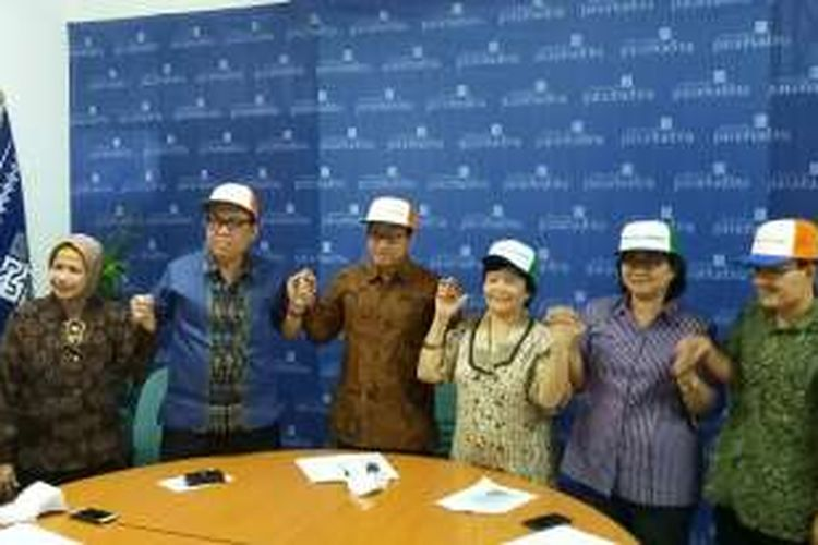 Giyatmi (Universitas Sahid Jakarta), Edy Suandi Hamid (Universitas Islam Indonesia), Firmanzah (Universitas Paramadina), Sulistyowati Irianto (Universitas Indonesia), E.K.S. Harini Muntasib (Institut Pertanian Bogor), dan Didik Suharjito (Institut Pertanian Bogor) sebagai bagian dari ratusan guru besar di Indonesia yang menyatakan penolakan terhadap revisi UU KPK.