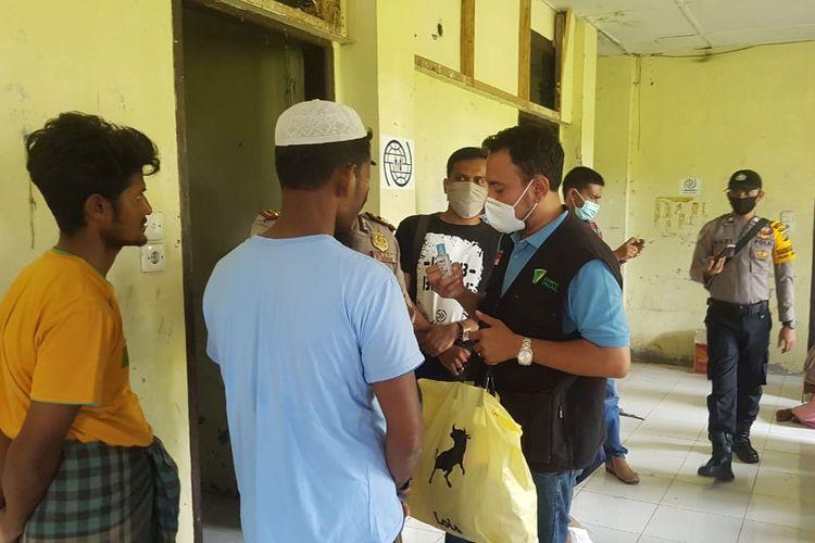 Tim Dompet Dhuafa cabang Aceh, terjun langsung untuk turut merespon gelombang pengungsi Rohingya di Aceh Utara, beberapa waktu lalu.