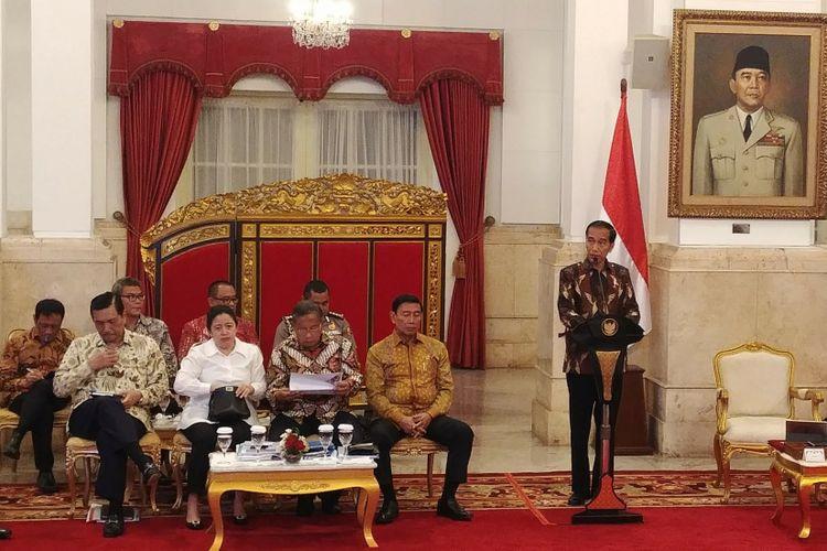 Presiden Joko Widodo membuka rapat kabinet paripurna di Istana Negara, Senin (5/3/2018).