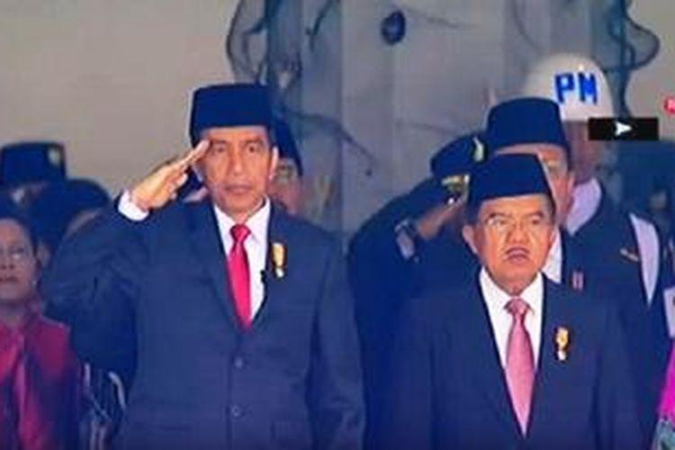 Presiden Joko Widodo (Jokowi) dan Wakil Presiden Jusuf Kalla saat upacara Peringatan Detik-detik Proklamasi Kemerdekaan Ri di Istana Negara, Senin (17/8/2015).