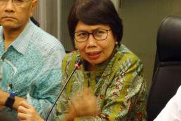 Direktur Jenderal Kefarmasian dan Alat Kesehatan Kementerian Kesehatan Maura Linda Sitanggang di Bareskrim Polri, Jakarta, Selasa (28/6/2016).