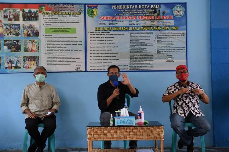 Menteri Pendidikan dan Kebudayaan (Mendikbud) Nadiem Anwar Makarim saat berdiskusi dengan guru SD Negeri 15 Palu, Sulawesi Tengah, Kamis (5/11/2020).