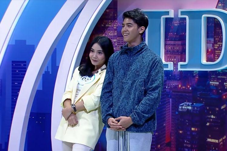 Al Ghazali, putra Maia Estianty (kanan), dan seorang peserta Indonesian Idol X asal Surabaya, Dea (kiri).