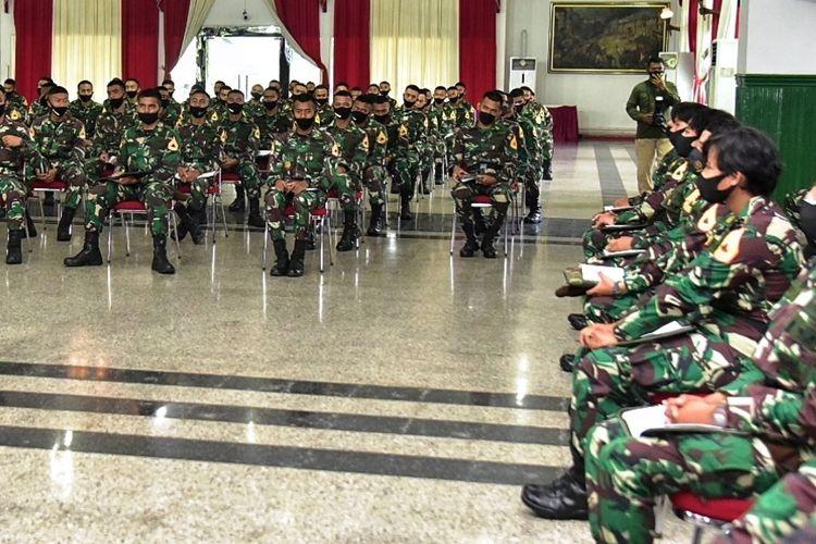 Gubernur Sumut Edy Rahmayadi memberikan ceramah pembekalan kepada Taruna Tingkat IV Akmil di Gedung Luly Rocli Akmil, Komplek Akmil, Kota Magelang Jawa Tengah, Minggu (14/3/2021)