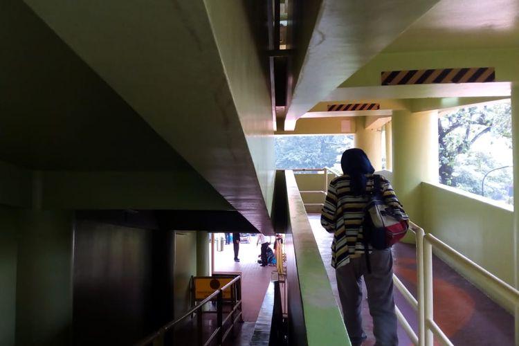 Bidang miring menuju terminal skylift TMII