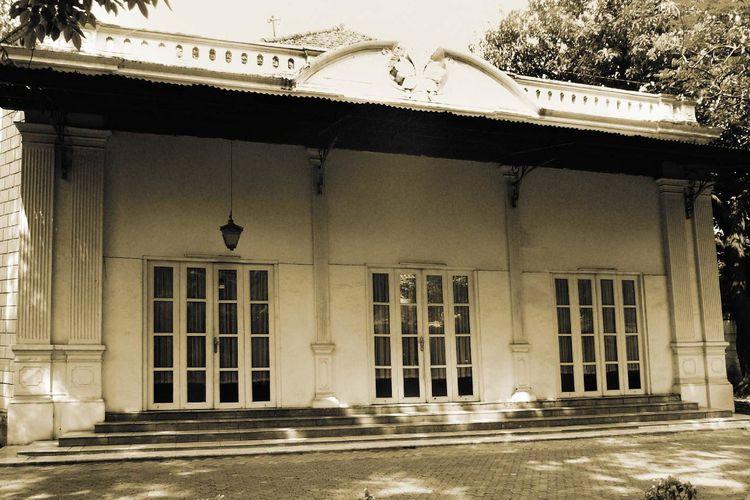 Sebuah rumah di Cikini, Jakarta Pusat yang menjadi kantor pertama Kementerian Luar Negeri. Rumah ini milik Ahmad Soebardjo yang merupakan Menlu RI yang pertama.