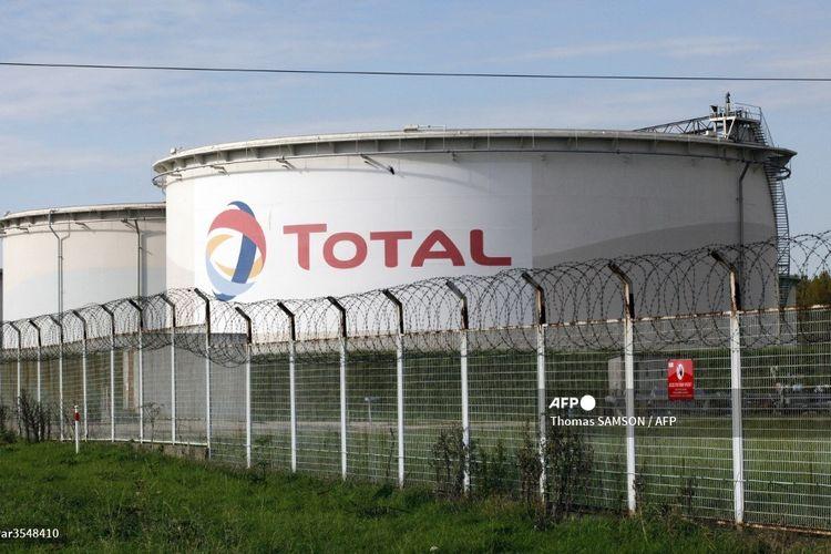 Pemandangan sebagian dari kilang perusahaan energi asal Perancis, Total, di Grandpuits, sebelah timur Paris, pada 22 Oktober 2010. Kilang tersebut menyediakan bahan bakar untuk dua bandara utama Paris serta depot di luar Paris.