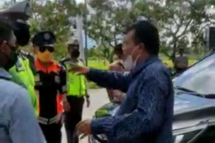 Tangkapan layar video Anggota DPR D <a href='https://manado.tribunnews.com/tag/ntb' title='NTB'>NTB</a> debat dengan Polisi