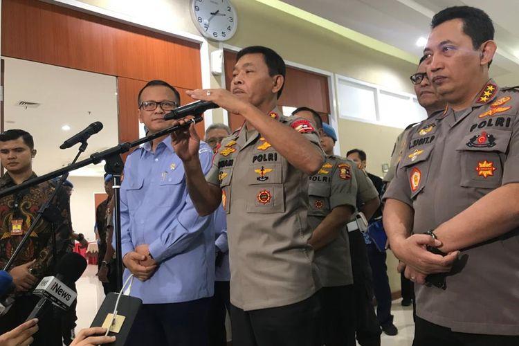 Menteri Kelautan dan Perikanan Edhy Prabowo (paling kiri) dan Kapolri Jenderal (Pol) Idham Azis (tengah) di Gedung KKP, Jakarta Pusat, Jumat (7/2/2020).