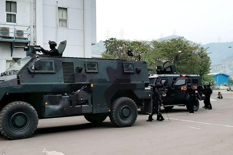 Komando Operasi Khusus (Koopssus) TNI menggelar latihan penanggulangan terorisme yang digelar di PT Indonesia Power, Banten, Selasa (11/8/2020).