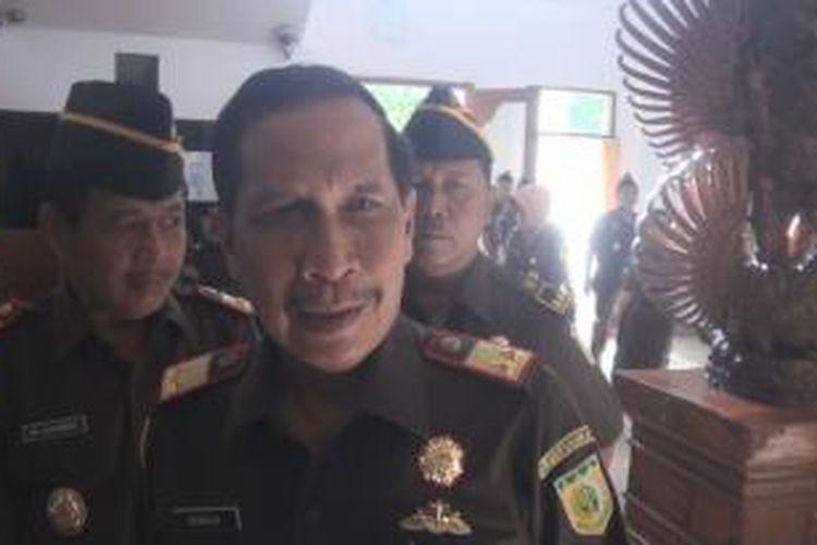 Kajati Bali momock Bambang Samiarso saat berada di kantornya
