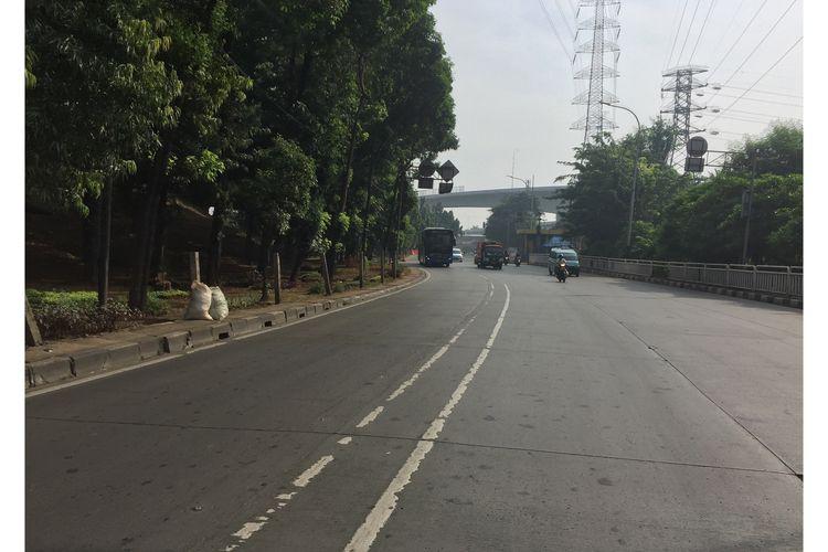 Jalan Mayjen DI Pandjaitan, Cipinang Cempedak, Jatinegara, Jakarta Timur lenggang, Selasa (4/6/2019).
